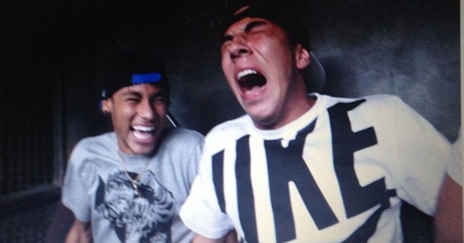 ... Reprodução Instagram Njunior11 Mais. 10.dez.2012 - Neymar mostrou que é  corajoso ao se aventurar na Torre 412671bcd7c45