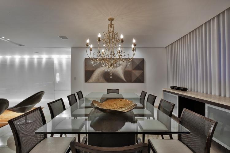 Parte do living, a sala de jantar foi criada pela arquiteta Cristina