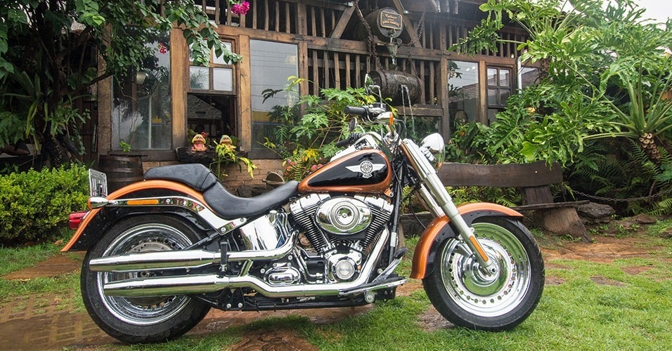 harley davidson fat boy 2015 passeia em caldas novas go fotos uol motos. Black Bedroom Furniture Sets. Home Design Ideas