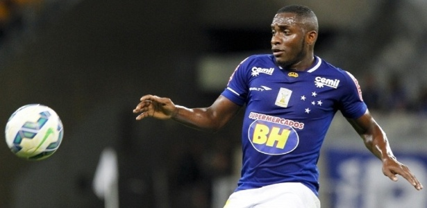 Willians recebe mais de R$ 200 mil mensais, mas não defende as cores do Cruzeiro