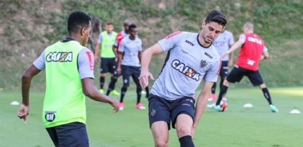 Matheus Mancini, zagueiro do Atlético-MG, estará à disposição de Roger Machado
