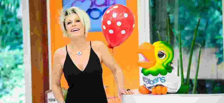 """Ana Maria Braga e Louro José no aniversário do """"Mais Você""""; papagaio comemora 20 anos nesta segunda-feira (6) - Alex Carvalho/TV Globo"""