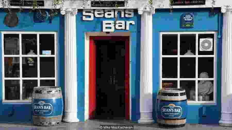 O pub é comprovadamente o mais velho da Irlanda - MIKE MACEACHERAN/BBC
