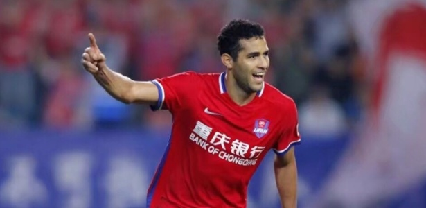 Alan Kardec comemora gol na China