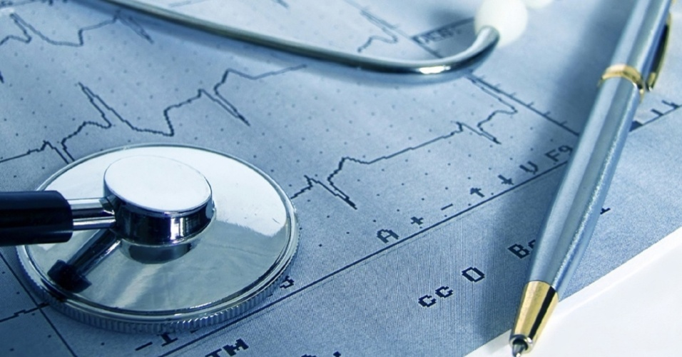 midia-indoor-ciencia-e-saude-coracao-cardiaco-doenca-plano-de-saude-estetoscopio-medico-medicina-boa-forma-saudavel-cardiologista-infarte-cura-diagnostico-emergencia-exame-1475185192115_956x500.jpg