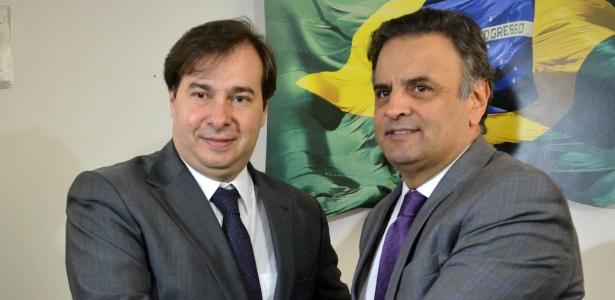 O senador Aécio Neves recebe em seu gabinete o deputado Rodrigo Maia