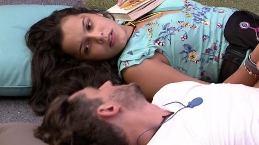 Marcos e Emilly tem noite romântica depois de nova briga durante o Big Brother Brasil 2017 - Reprodução/TV Globo