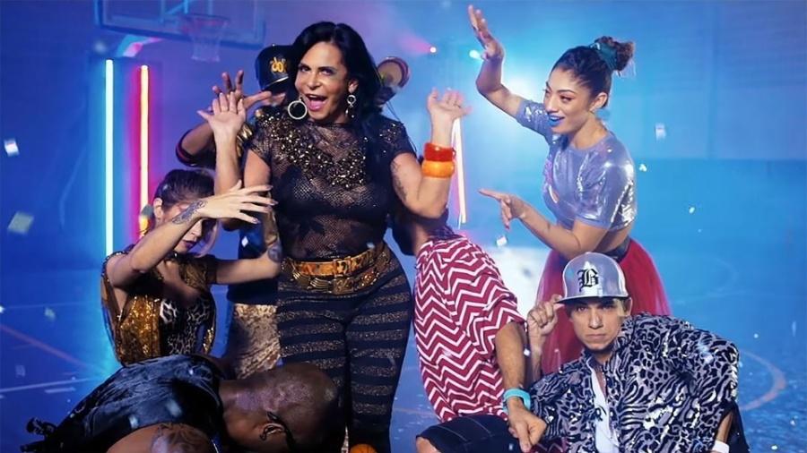 """Gretchen e dançarinos do grupo Fit Dance em cena de lyric video oficial da música """"Swish Swish"""", de Katy Perry com Nicki Minaj - Reprodução/YouTube"""