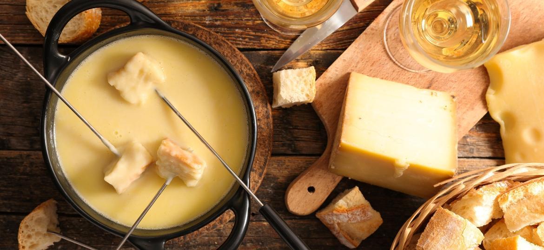 Fondue de queijo  - margouillatphotos/Getty Images/iStockphoto