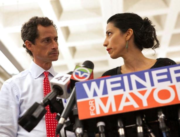 Huma Abedin e Anthony Weiner, durante a campanha dele à prefeitura de Nova York, em 2013