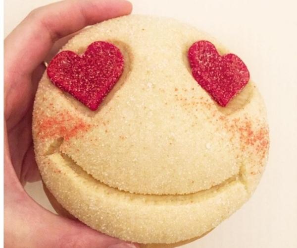 Pão em forma de emoji, criado pelo chef Dominique Ansel