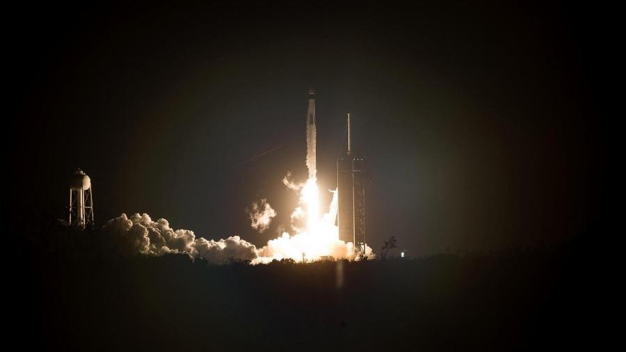 Foguete Falcon 9 lança cápsula Crew Dragon rumo à ISS - Joel Kowsky/Nasa