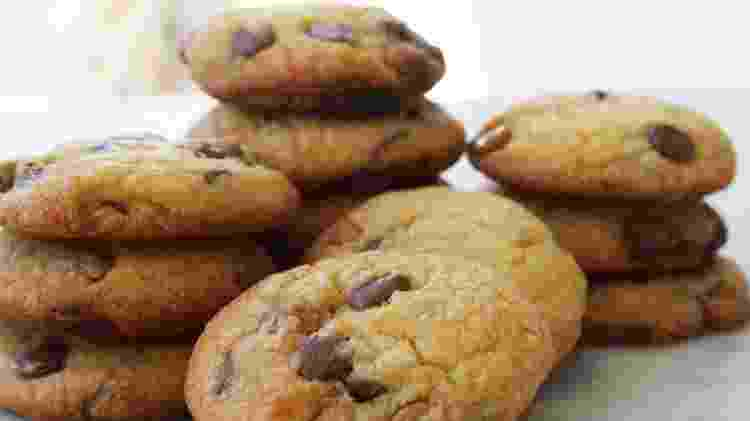 Cookies com gotas de chocolate, receita de Bia Szasz - Divulgação