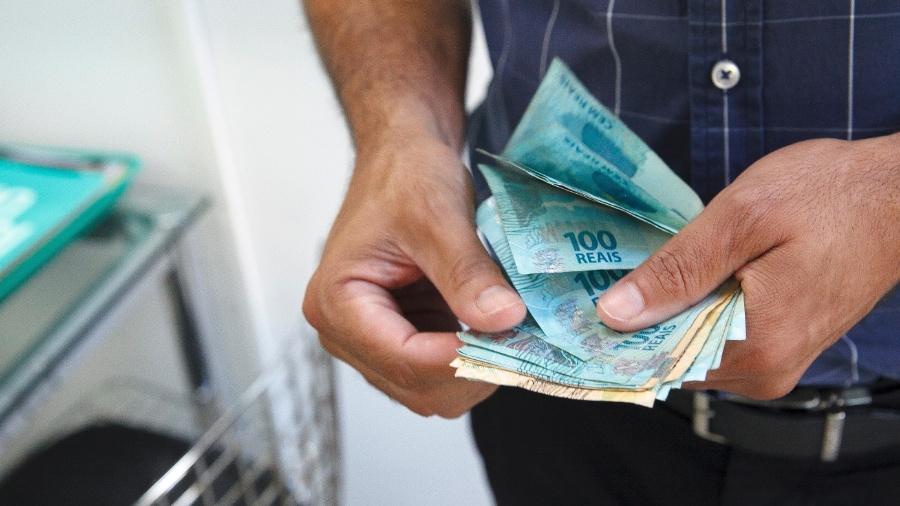O valor não representa ganho real em relação ao salário mínimo deste ano, de R$ 998 - Getty Images