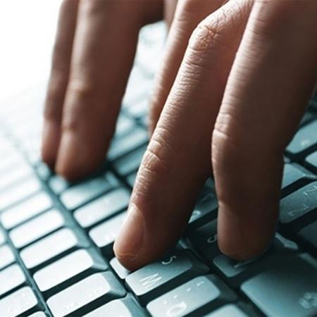 Os níveis mais elevados em relação ao patamar de fevereiro foram os registrados pelas atividades de equipamentos de informática, que operam 16,8% acima do nível pré-pandemia - Shutterstock