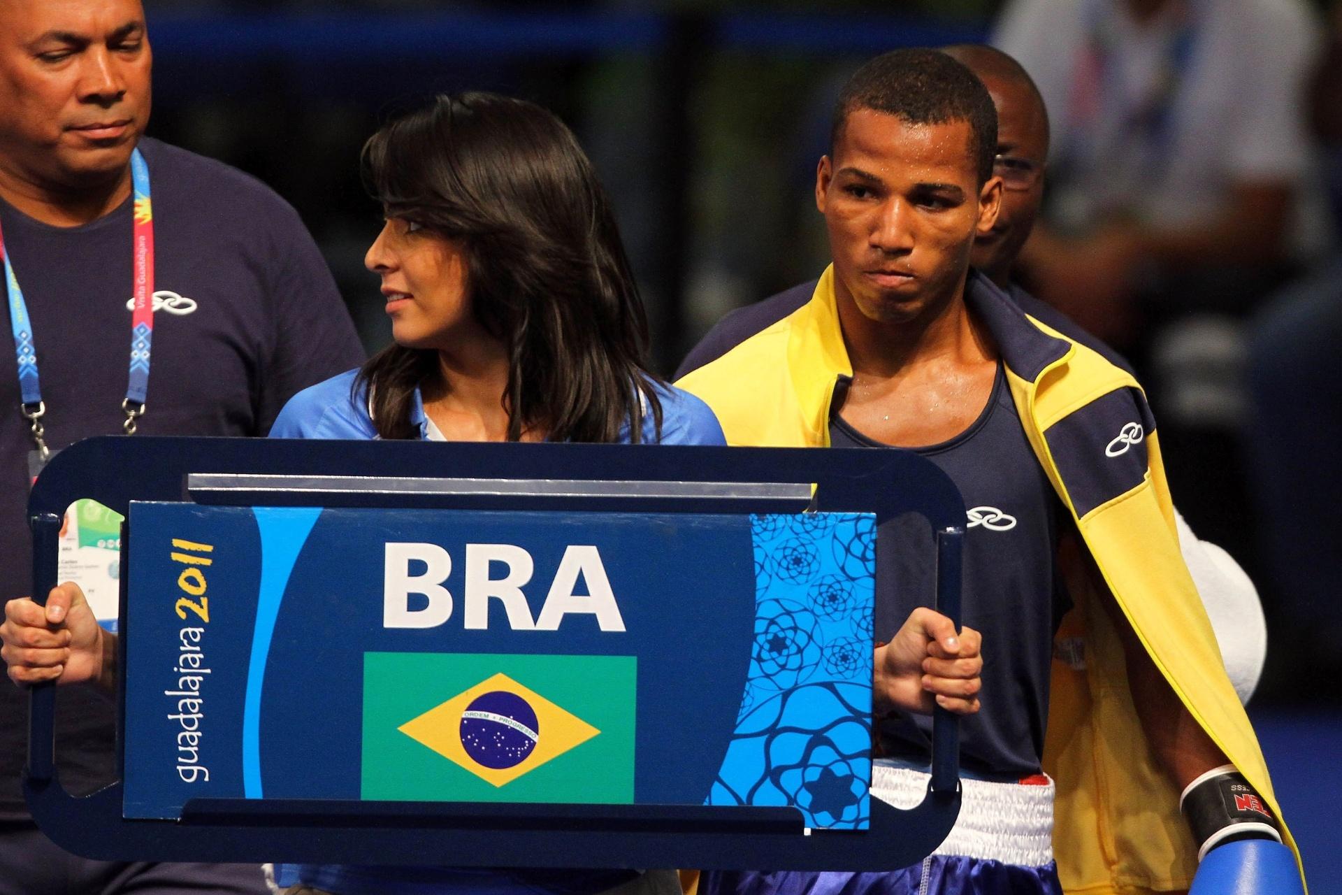 Robson Conceição se encaminha ao ringue; ele perdeu para cubano e ficou com a prata no Pan (29/10/2011)