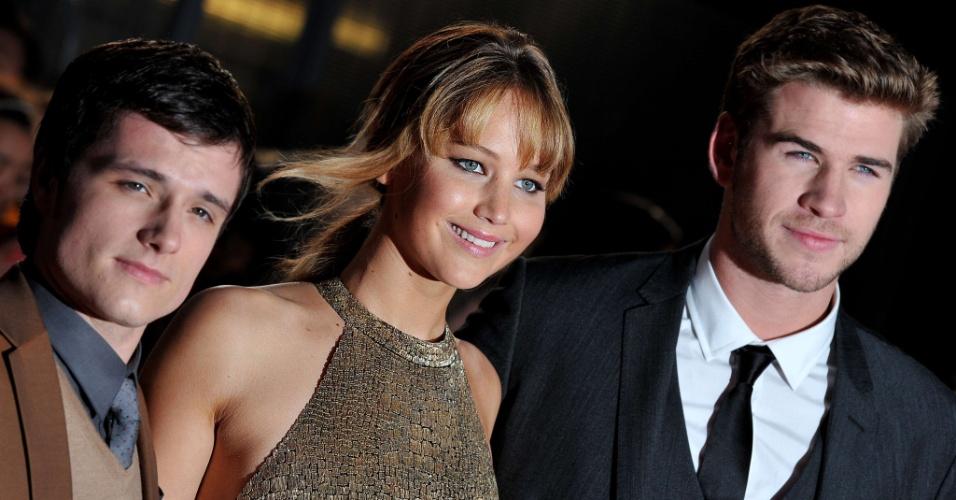 """Os atores de """"Jogos Vorazes"""", Josh Hutcherson, Jennifer Lawrence e Liam Hemsworth, promovem o filme na pré-estreia de Londres (14/3/12)"""