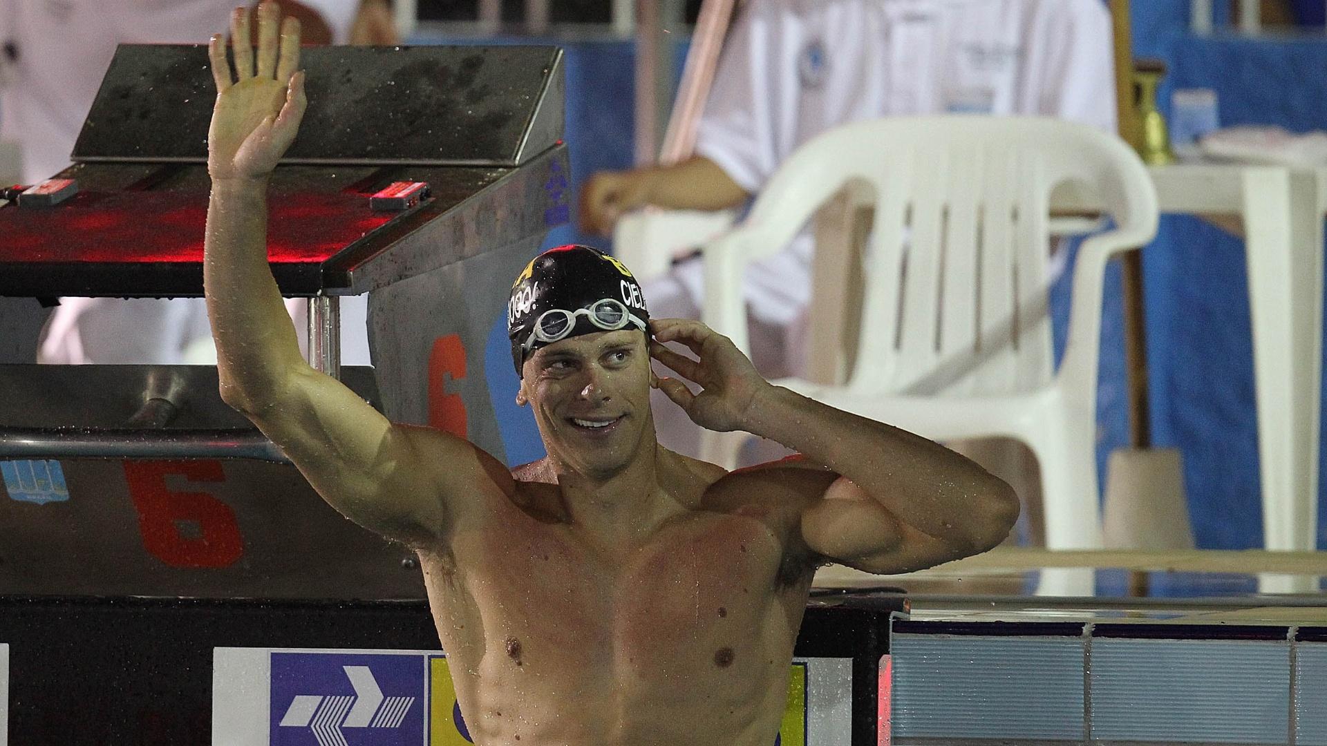 Cesar Cielo comemora vitória nos 50m livre no Sul-Americano, em Belém
