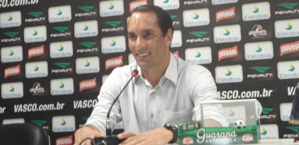 Descontraído, Edmundo concede entrevista coletiva, nesta sexta-feira, em São Januário - Vinicius Castro/ UOL Esporte
