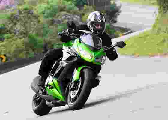 Moto mescla potência do motor de 138 cavalos com conforto de sport-touring - Doni Castilho/Infomoto