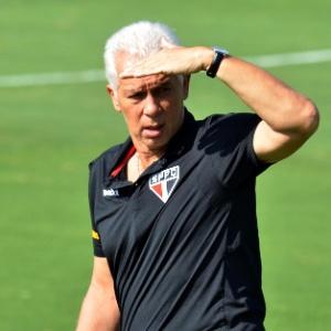 O técnico Emerson Leão espera ver o Morumbi cheio para o clássico contra o Santos, domingo