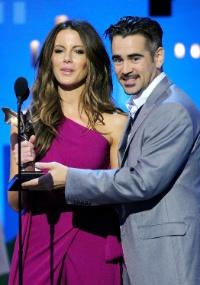 Colin Farrell apresenta prêmio com a Kate Beckinsale no Independent Spirit Awards 2012 (25/2/12)