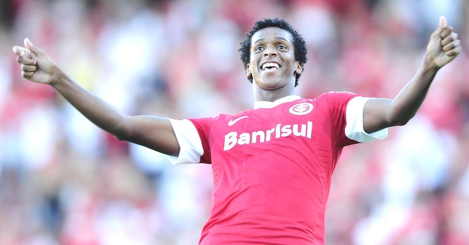 Atacante Jô, autor de um gol na goleada do Inter em cima do Juventude, não viajou para Bolívia