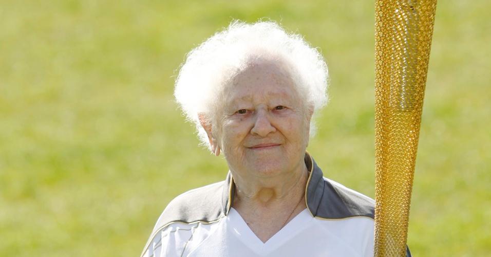 Dinah Gould completará 100 anos antes dos Jogos de Londres e irá conduzir a tocha olímpica