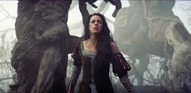 Kristen Stewart em cena de Branca de Neve e o Caçador, de Rupert Sanders