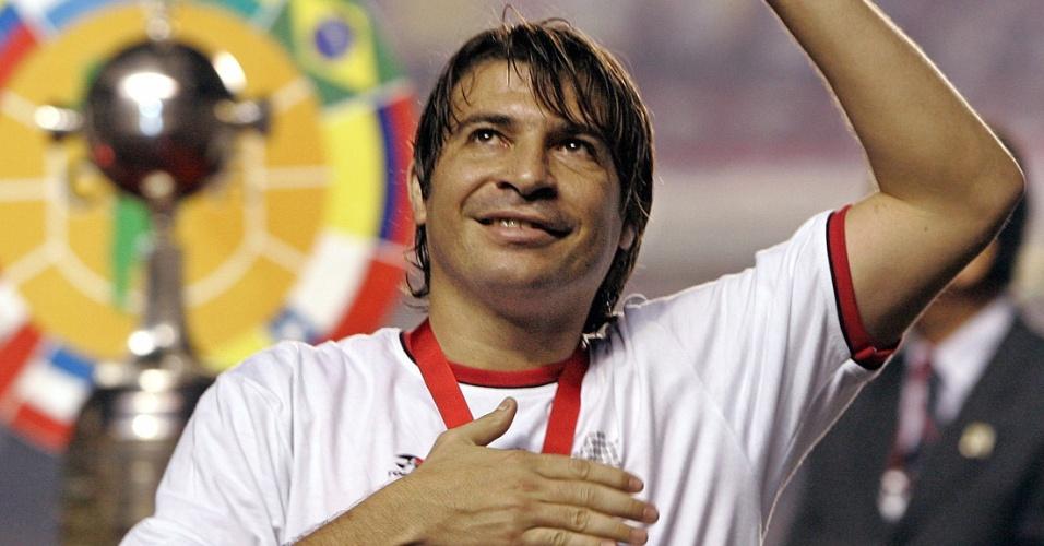 Luizão comemora o título da Copa Libertadores jogando pelo São Paulo, em 2005