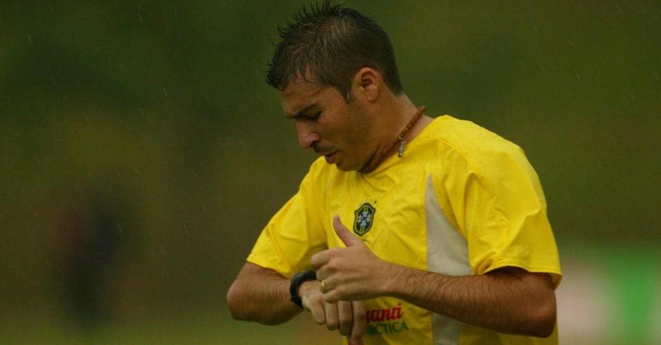 Luizão treina com a seleção brasileira antes da Copa do Mundo de 2002