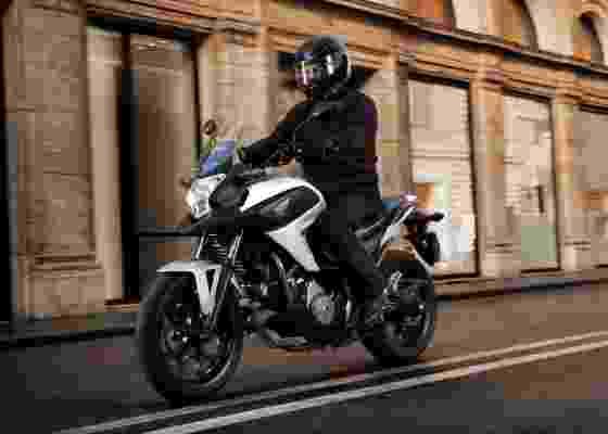 Moto de 670 cm³ deve chegar ao Brasil como uma opção mais acessível do que a Transalp - Divulgação