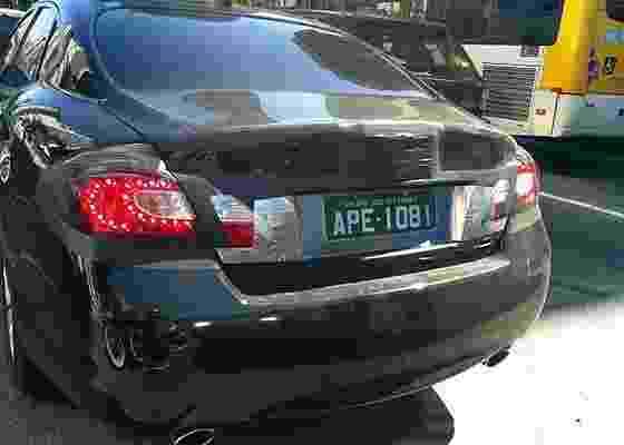 Exemplar do Infiniti M (ou Nissan Fuga) em avenida movimentada de São Paulo - Ernani Junior/UOL