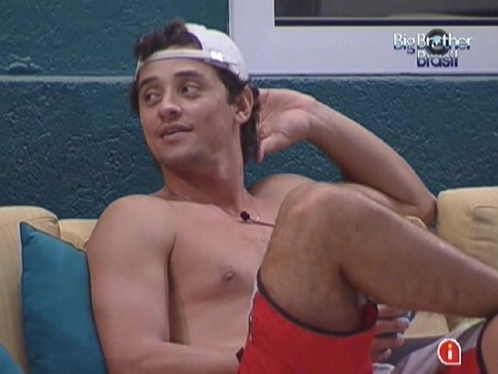 Em conversa com Jonas, Fael lamenta discussão com Fabiana na prova do líder (23/3/12)