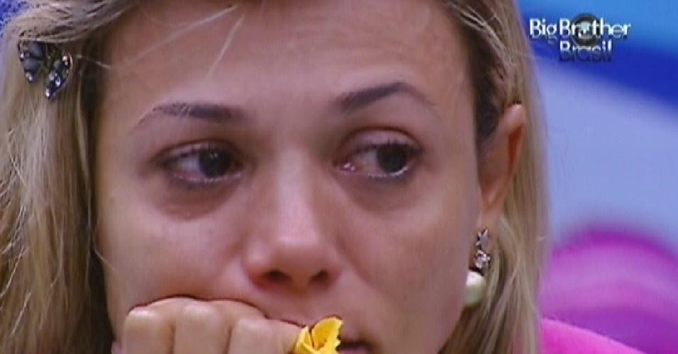 Fabiana chora durante discussão com Fael (23/3/12)