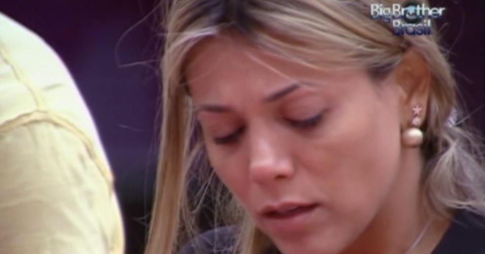 Fabiana chora enquanto lava louça e diz que está com vontade de morrer (23/3/12)
