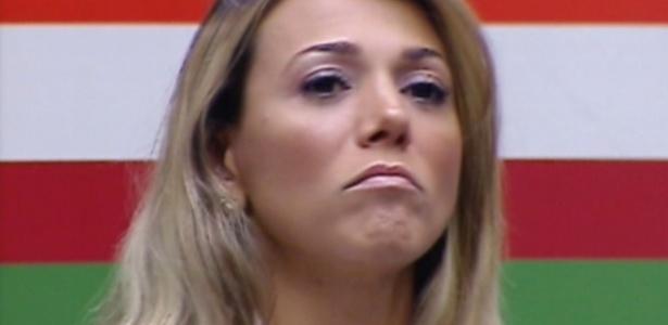 Fabiana diz que deu uma risada dentro do carro que foi mal interpretada pelos brothers (23/3/12)