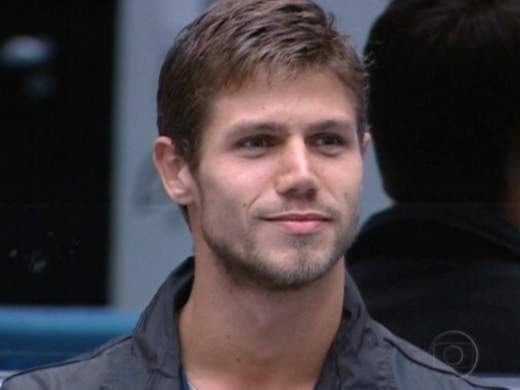 Indicado pela líder Jonas escolheu disputar o paredão com Kelly (23/3/12)