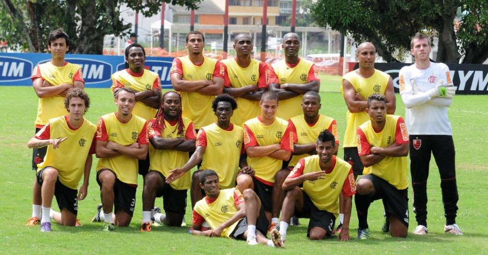 Jogadores do Flamengo posam para foto descontraída no treino antes da partida contra o Volta Redonda