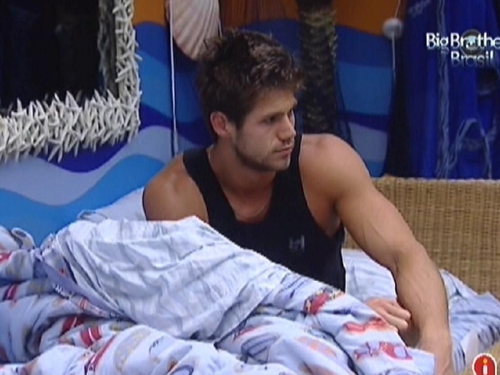 Jonas acorda no quarto Praia (23/3/12)