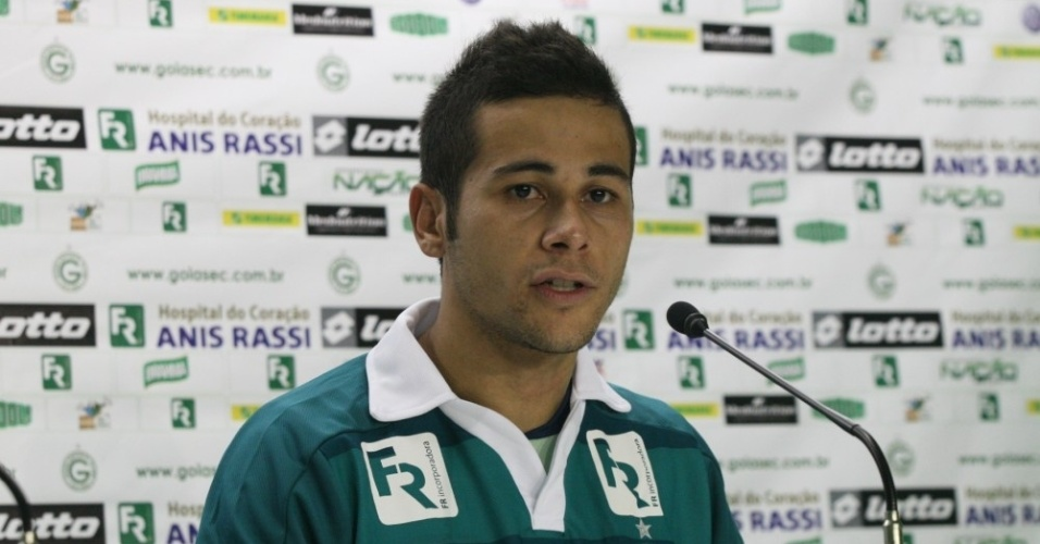 Lateral Bruno Collaço concede primeira entrevista coletiva como jogador do Goiás