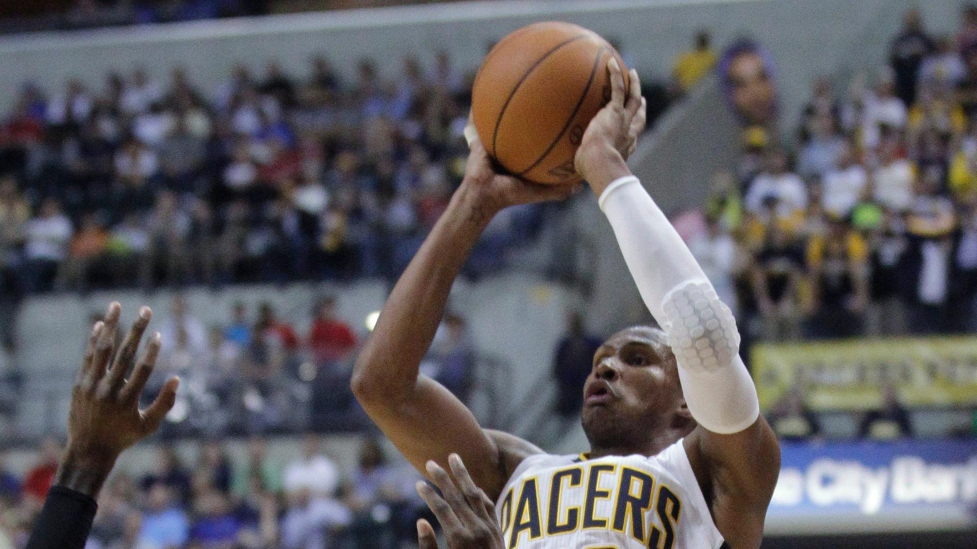 Leandrinho contra o Los Angeles Clippers, em sua estreia pelo Indiana Pacers