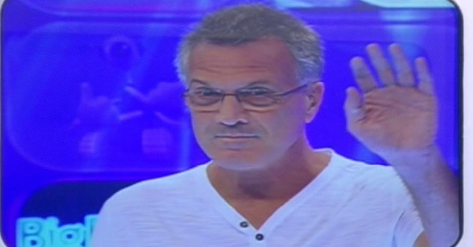 O apresentador Pedro Bial se despede sem falar para os brothers quando será a eliminação (23/3/12)