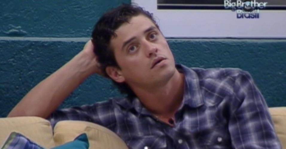 Fael fica pensativo após a formação do paredão entre Jonas e Kelly (24/3/12)
