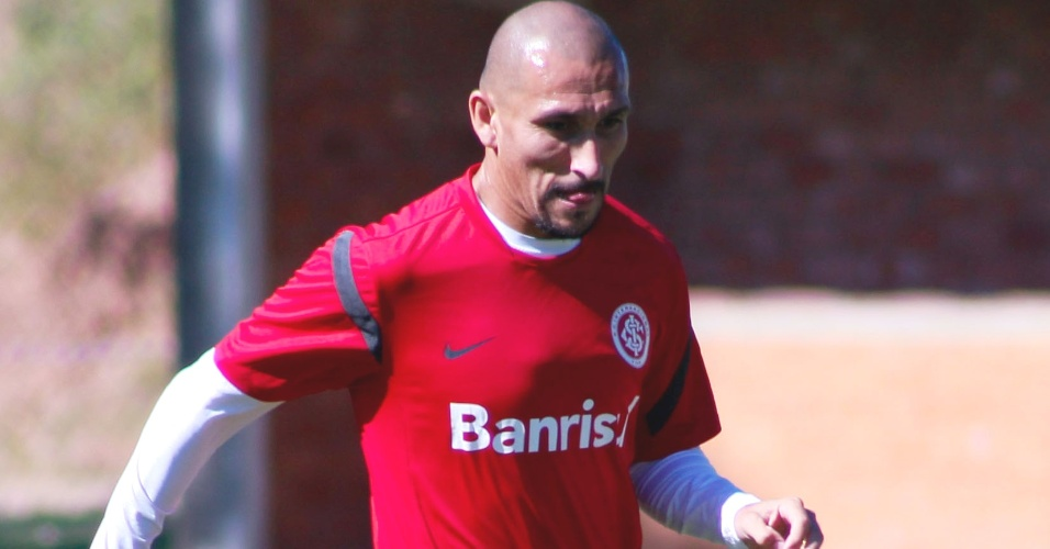 Guiñazu voltou a sentir dores no joelho esquerdo e fica fora do jogo com o São José-RS