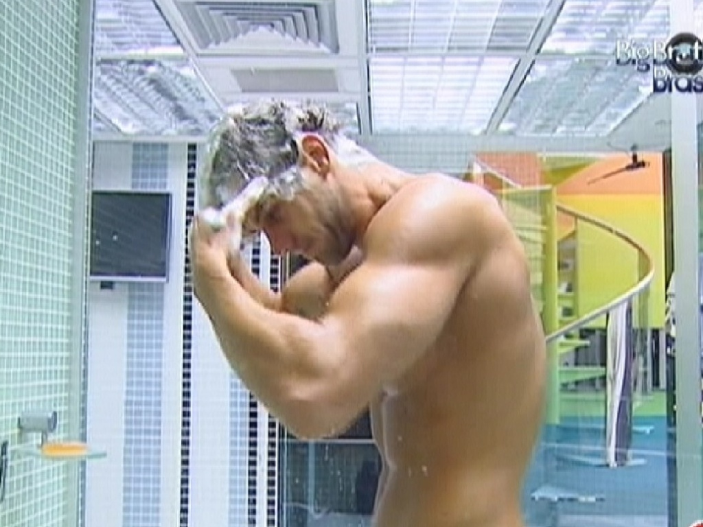 Jonas toma banho frio ao acordar (24/3/12)
