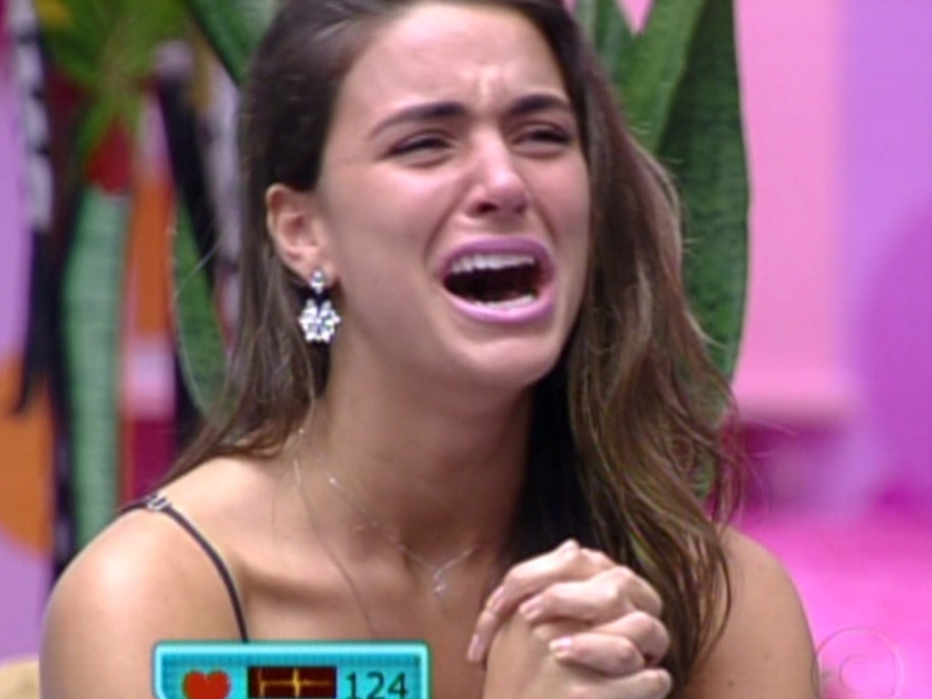 Laisa se emociona ao ver sua família no programa de sua eliminação (21/2/12)