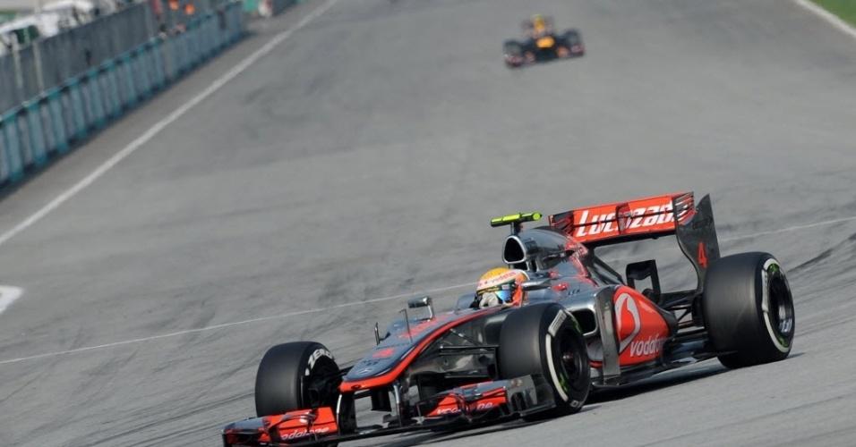 Lewis Hamilton fez a pole na Malásia, a sua segunda da temporada
