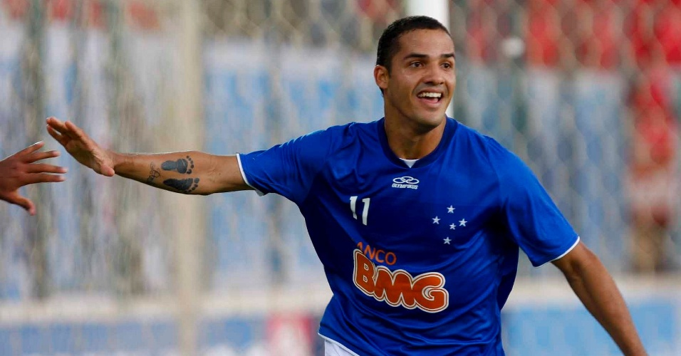 Anselmo Ramon comemora o gol pelo Cruzeiro no clássico com o América-MG (25/3/2012)