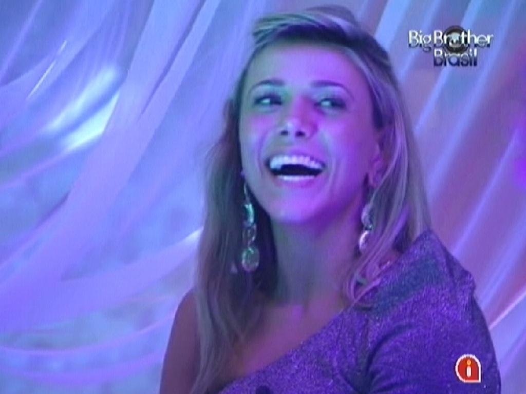 Brothers brincam e acusam Fabiana de peidar durante a festa (25/3/12)
